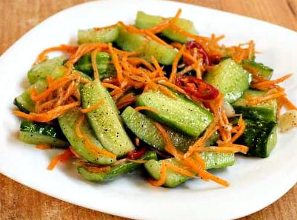 вкусный салат с огурцами