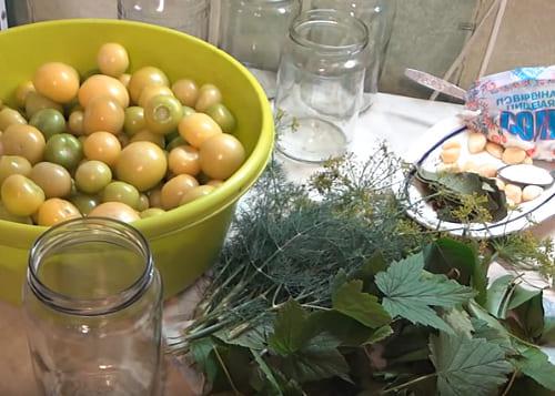 заполнить баночки плодами