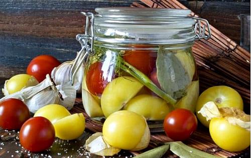 маринованный с помидорами