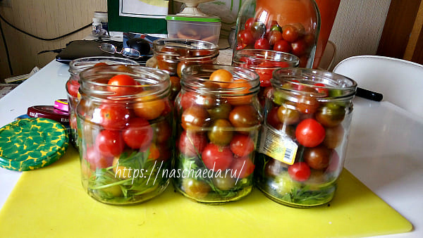 уложить томаты