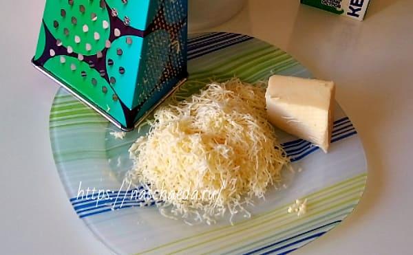 натереть теркой сыр