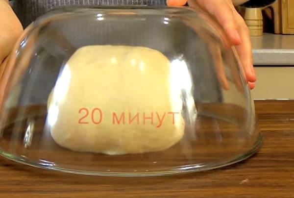 тесто под миской