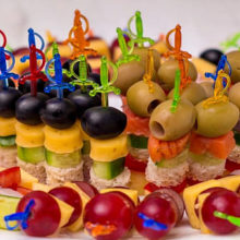 Как сделать вкусные и красивые канапе на шпажках на праздничный стол