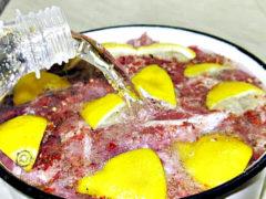 Классический маринад для шашлыка из свинины с уксусом и луком