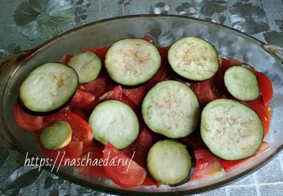 Курица с баклажанами и помидорами в духовке