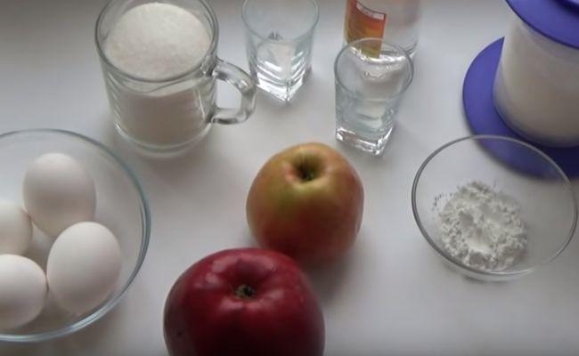 Пышная шарлотка с яблоками в духовке. Простые и вкусные рецепты