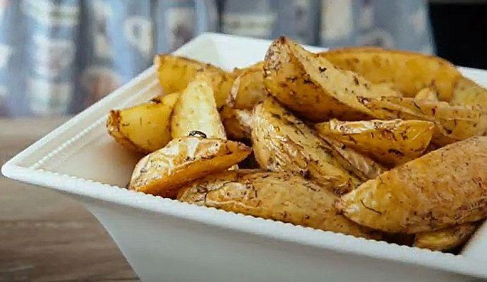 Картошка по-деревенски в духовке — 6 рецептов